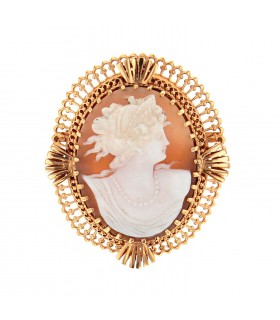 Cameo and gold brooch pendant