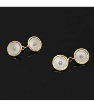 Cultured pearl and gold cufflink