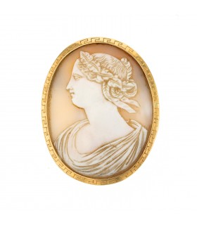 Gold and cameo brooch