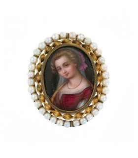 Cultured pearls and plated gold brooch