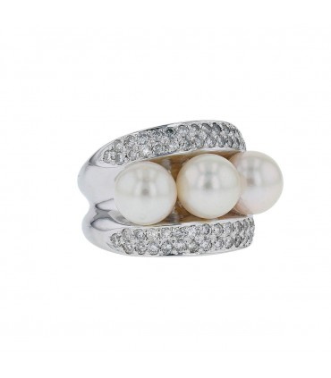 Diamonds, cultured pearls and gold ring