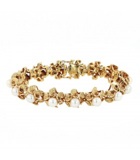 Cultured pearls and gold bracelet