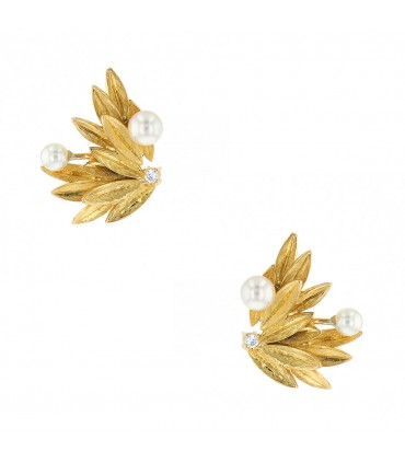 Diamonds, cultured pearle and gold earrings