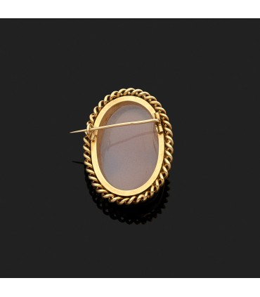 Cameo and gold brooch
